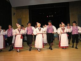 Estonian folk dancers in Rapla.